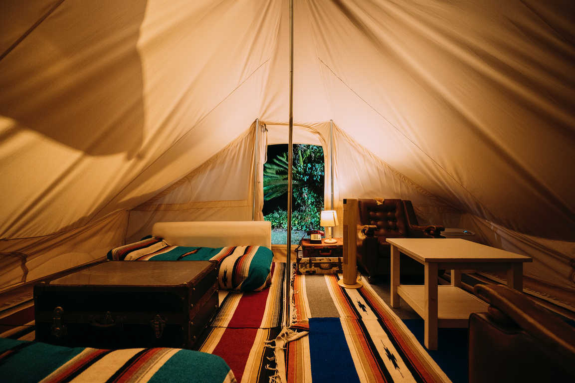 「GLAMPING」ハワイアン キャンプ スタイル 画像