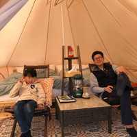 テントの中はラグジュアリー感あり